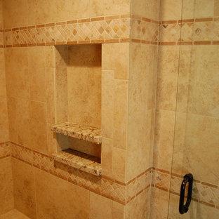 ポートランドのカントリー風おしゃれな浴室の写真