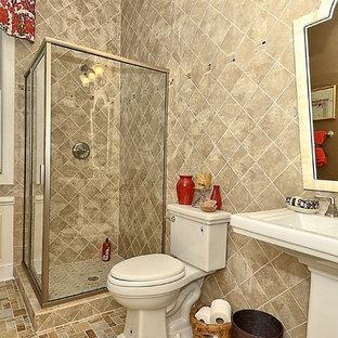 Esempio di una stanza da bagno con doccia american style di medie dimensioni con doccia ad angolo, WC a due pezzi, piastrelle beige, piastrelle in gres porcellanato, pareti beige, pavimento in gres porcellanato, lavabo a colonna, pavimento beige e porta doccia a battente