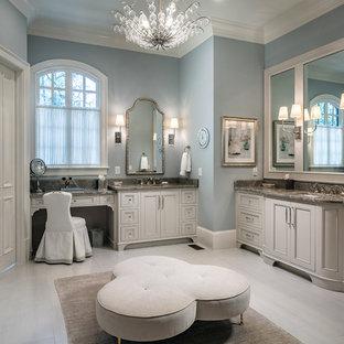 アトランタの広いトランジショナルスタイルのおしゃれなマスターバスルーム (ベージュのキャビネット、置き型浴槽、シャワー付き浴槽、グレーのタイル、モザイクタイル、グレーの壁、磁器タイルの床、アンダーカウンター洗面器、珪岩の洗面台、ベージュの床、開き戸のシャワー、マルチカラーの洗面カウンター) の写真