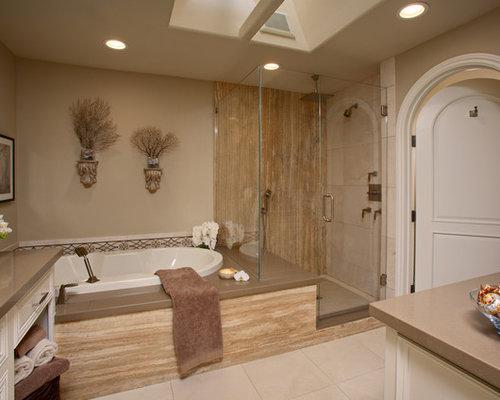 salle de bain bord de mer avec un bain bouillonnant. Black Bedroom Furniture Sets. Home Design Ideas