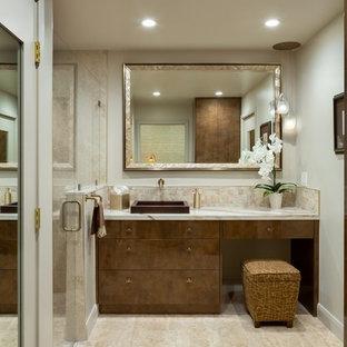 Exempel på ett litet modernt beige beige en-suite badrum, med släta luckor, bruna skåp, en kantlös dusch, beige kakel, keramikplattor, beige väggar, klinkergolv i porslin, ett fristående handfat, granitbänkskiva, orange golv och dusch med gångjärnsdörr