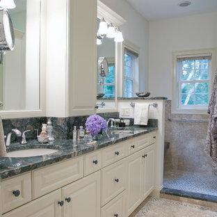 Immagine di una stanza da bagno padronale chic con pavimento in pietra calcarea, ante con bugna sagomata, ante bianche, top in granito, lavabo sottopiano, doccia aperta e piastrelle multicolore