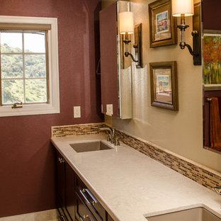 Esempio di una grande stanza da bagno padronale classica con ante in stile shaker, ante rosse, piastrelle multicolore, piastrelle in gres porcellanato, pavimento in gres porcellanato e top in quarzo composito