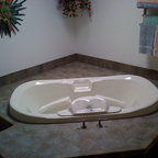 Bathroom Travertine Tile Tub Surround With Accent Tile
