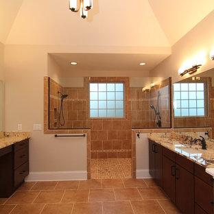 Immagine di un'ampia stanza da bagno padronale chic con lavabo sottopiano, ante lisce, ante in legno bruno, top in granito, doccia aperta, WC monopezzo, piastrelle multicolore, piastrelle in ceramica, pareti beige e pavimento con piastrelle in ceramica