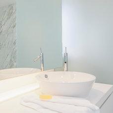 Modern Bathroom by Leslie Goodwin Photography