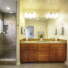 contemporary bathroom by MAK Design + Build Inc.