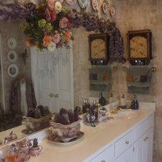 Traditional Bathroom by Nancy