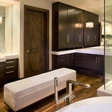 Modern Bathroom by Paxton Lockwood