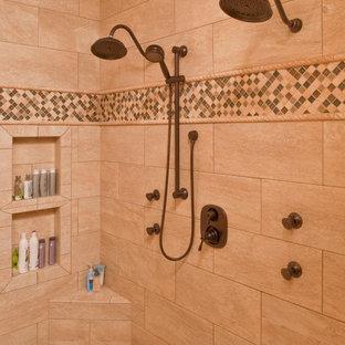 ローリーのトラディショナルスタイルのおしゃれな浴室の写真