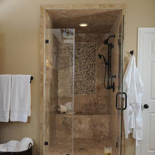 Foto de cuarto de baño clásico con baldosas y/o azulejos en mosaico