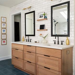 Idéer för ett klassiskt badrum, med blått golv