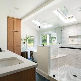 Идея дизайна: ванная комната в стиле неоклассика (современная классика) с белыми стенами, врезной раковиной, синим полом, белой столешницей и тумбой под две раковины