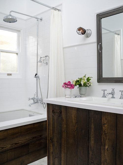 Salle de bain avec des portes de placard en bois vieilli - Porte de placard salle de bain ...