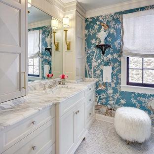 Idées déco pour une salle de bain principale classique avec des portes de placard oranges, un mur bleu, un sol en carrelage de terre cuite, un lavabo encastré et un sol blanc.