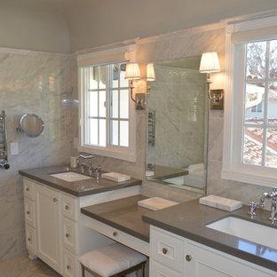Idéer för att renovera ett mellanstort vintage en-suite badrum, med luckor med infälld panel, vita skåp, ett fristående badkar, en hörndusch, en bidé, grå kakel, porslinskakel, grå väggar, klinkergolv i porslin, ett undermonterad handfat och bänkskiva i kvartsit