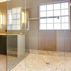 modern bathroom by Sunscape Homes, Inc