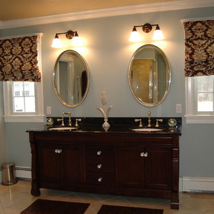 Example of a classic bathroom design in Boston