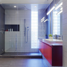 Contemporary Bathroom by Searl Lamaster Howe Architects