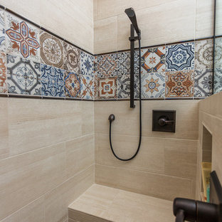 Exemple d'une grand salle d'eau sud-ouest américain avec un placard avec porte à panneau encastré, des portes de placard en bois brun, une douche d'angle, un carrelage beige, des carreaux de porcelaine, un mur beige, un sol en travertin, un lavabo encastré, un plan de toilette en quartz modifié, un sol marron et une cabine de douche à porte battante.