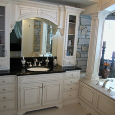 Traditional Bathroom by Signature Kitchens, Inc.