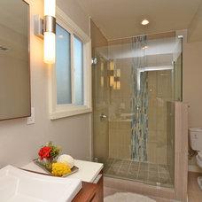 Midcentury Bathroom by REO Portfolio Investments, Inc.