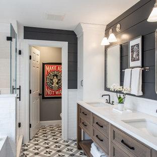 Inspiration för ett stort vintage vit vitt badrum med dusch, med luckor med infälld panel, skåp i mellenmörkt trä, en dusch i en alkov, svarta väggar, mosaikgolv, ett undermonterad handfat, flerfärgat golv och dusch med gångjärnsdörr