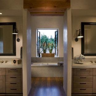 Foto di una stanza da bagno rustica con top in cemento