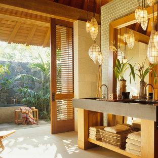 Пример оригинального дизайна: ванная комната в морском стиле с столешницей из бетона