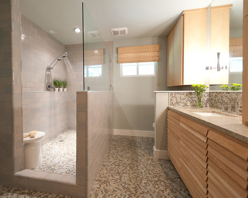 Salle de bain avec un placard porte persienne et un carrelage beige photos et id es d co de - Porte placard salle de bain ...