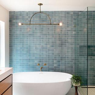 На фото: ванная комната в стиле ретро
