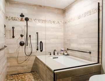 Master Bathroom - Accessible Tub in Shower