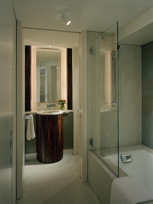glass shower doors for bathtubs home design ideas pictures remodel and decor. Black Bedroom Furniture Sets. Home Design Ideas