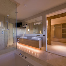 Modern Bathroom by Begrand Fast Design Inc.