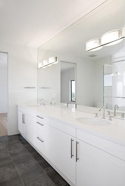 Contemporary Bathroom by De Mattei Construction