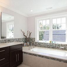 Traditional Bathroom by Hawthorn Builders