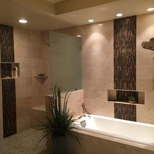 Imagen de cuarto de baño principal, de estilo zen, grande, con armarios estilo shaker, puertas de armario de madera en tonos medios, bañera encastrada, ducha empotrada, baldosas y/o azulejos beige, baldosas y/o azulejos de porcelana, paredes beige, suelo de baldosas de porcelana, lavabo encastrado, encimera de cuarzo compacto, suelo gris y ducha abierta