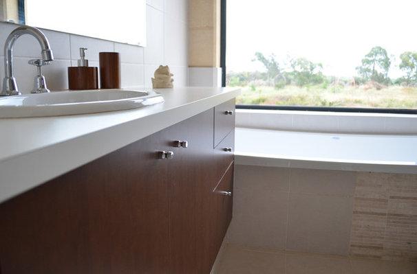 Contemporary Bathroom by Jennie Hunt