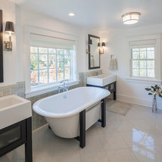 Traditional Bathroom by Kipnis Architecture + Planning