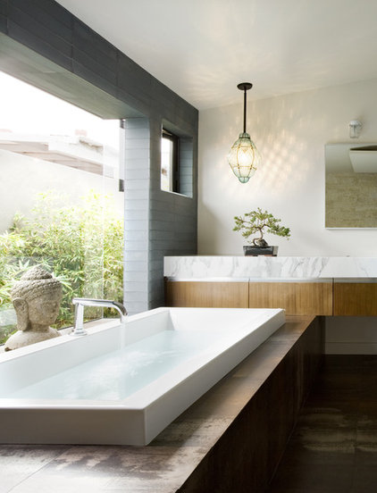 midcentury bathroom by Laidlaw Schultz architects