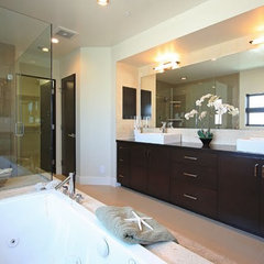 tropical bathroom by Mark Trotter, Trotter Building Designs, Inc.