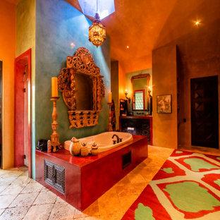 Inspiration för ett stort amerikanskt en-suite badrum, med en dubbeldusch, marmorgolv, ett nedsänkt handfat och dusch med gångjärnsdörr