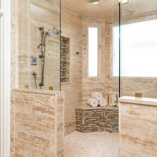 Ispirazione per un'ampia stanza da bagno padronale tradizionale con doccia a filo pavimento, piastrelle beige, piastrelle a mosaico, pareti beige, pavimento in gres porcellanato, lavabo sottopiano, top in quarzite, pavimento beige, porta doccia a battente, top beige, ante in legno bruno e WC monopezzo