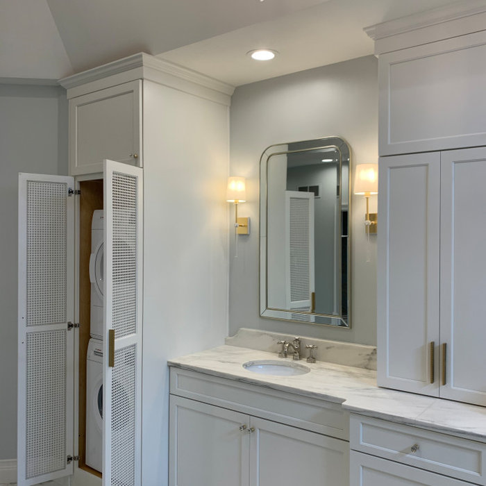 Example of a mid-sized transitional master porcelain tile, multicolored floor, double-sink, vaulted ceiling and wallpaper bathroom design in Indianapolis with shaker cabinets, white cabinets, a one-pi