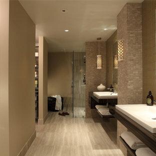 Ejemplo de cuarto de baño actual con lavabo encastrado, armarios abiertos, puertas de armario de madera en tonos medios, encimera de madera, ducha a ras de suelo, baldosas y/o azulejos beige, baldosas y/o azulejos de vidrio, paredes beige y suelo de travertino