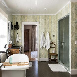 Foto di una stanza da bagno padronale chic di medie dimensioni con ante con finitura invecchiata, vasca freestanding, pavimento in sughero, doccia alcova, piastrelle di vetro e pareti multicolore