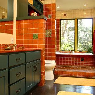 Ispirazione per una stanza da bagno stile americano con ante in stile shaker, doccia aperta, piastrelle rosse, ante blu e doccia aperta