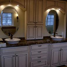 Traditional Bathroom by Follyn Builders & Developers