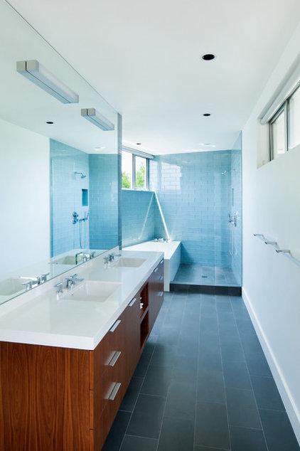 Midcentury Bathroom by Walker Workshop