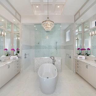 Idéer för stora vintage en-suite badrum, med ett fristående badkar